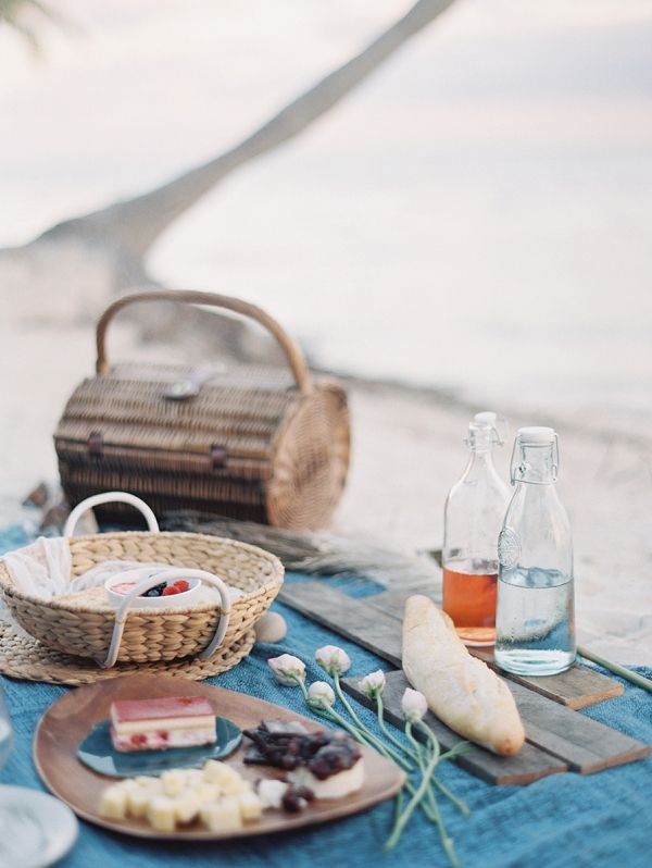 A Picnic and Picnic Basket   Melanie Gabrielle Photography on @bajanwed via @aislesociety