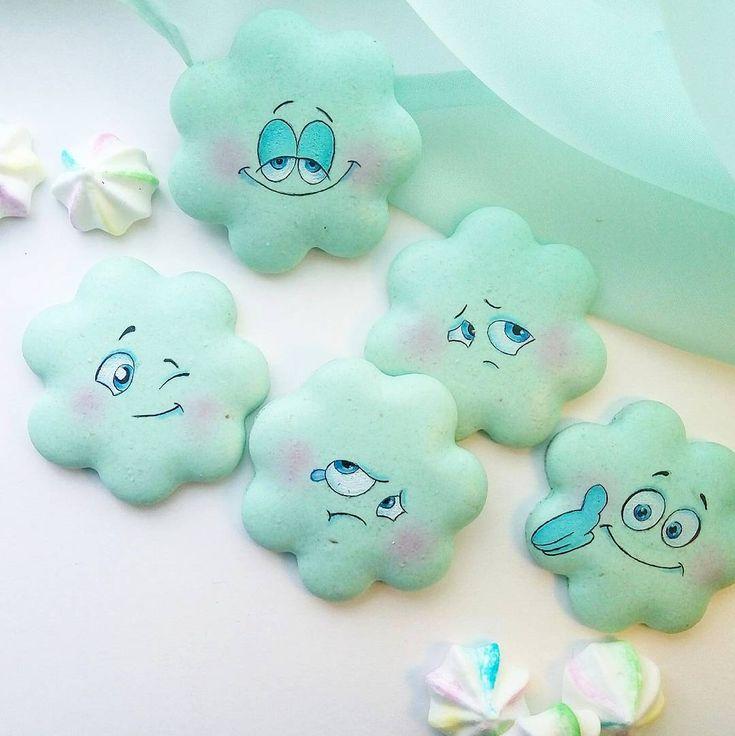 """""""У них в Рязани, грибы с глазами!"""" Ну, а у нас эмоциональные #macarons ! #сладкие_крошки #пряничнаямастерская #macarons #мои_macarons #macaronsспб #веселые_macarons"""