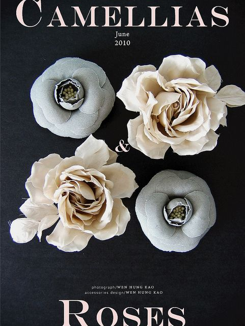 山茶花與玫瑰花飾