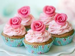 Mmm... Muffin :) Ładnie wyglądają, ale ja zbytnio nie przepadam za takim słodkościami... Chociaż...