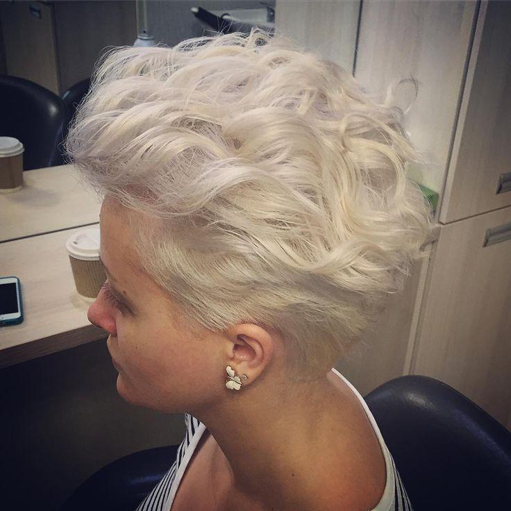 "130 Likes, 3 Comments - S A V A (@veronica_haircreator) on Instagram: ""#укладка на короткие волосы #локоны #блонд #блондинка #окрашивание #окрашиваниеволос #цветволос…"""