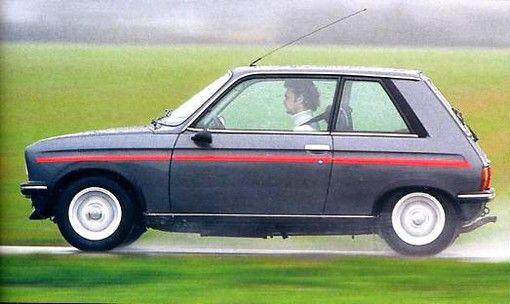 Pour beaucoup, Peugeot a commencé à produire des petites voitures sportives avec la 205GTI, et pourtant, les germes de cette voiture apparaissent au cours des années 1970 avec la 104 ...