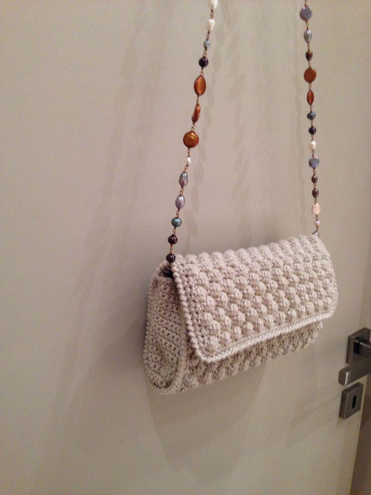 Borsa punto nocciolina con catena perle