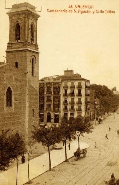 POSTALES DE VALENCIA: 1.915 Iglesia de San Agustín con su nuevo campanario realizado en 1.912 por Luis Ferreres Soler, de estilo ecléctico con reminiscencias góticas y que sustituía al antiguo también de planta cuadrada y almenado, pero situado en el lado contrario (Fototipia Castañeira)