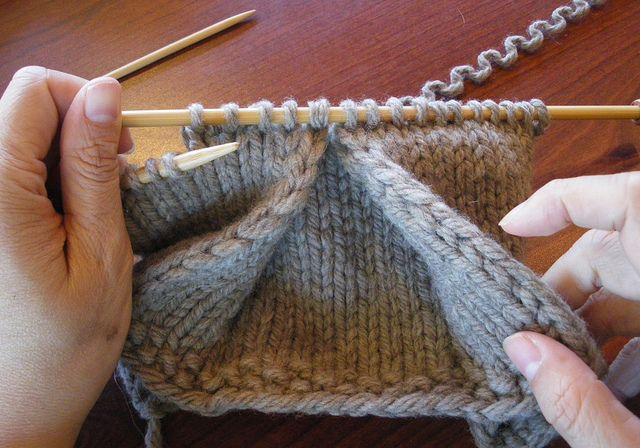 How to knit a pleat