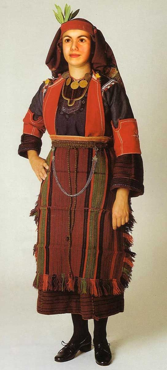 Traditional festive costume from Drumos, (Thessaloníki, Greek Macedonia). Clothing style: early 20th century.