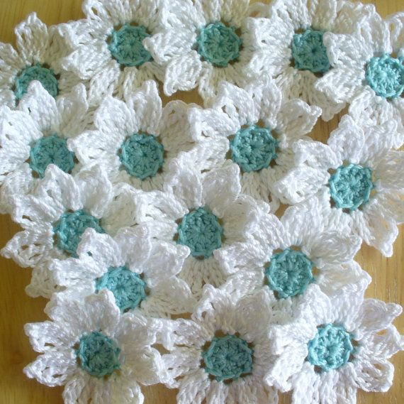 Crochet flores Margarita hecho a mano blanco Aqua por IreneStitches
