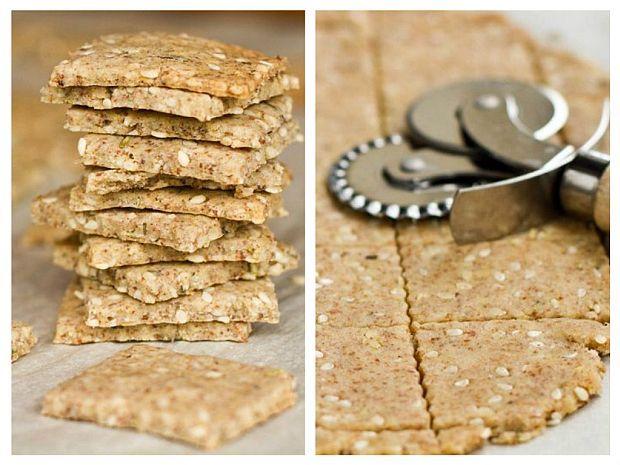Rețeta pe care v-o prezentăm este extraordinar de simplă. Ingredientele sunt naturale și hrănitoare, potrivite pentru o porție de biscuiți sănătoși, pe care îi putem consuma în siguranță și cei mici.
