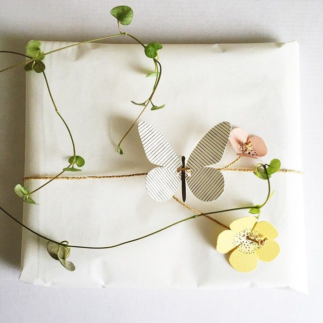 Butterfly and flower tags from @ompaknl. #giftwrapping #gifttags #paperdesign