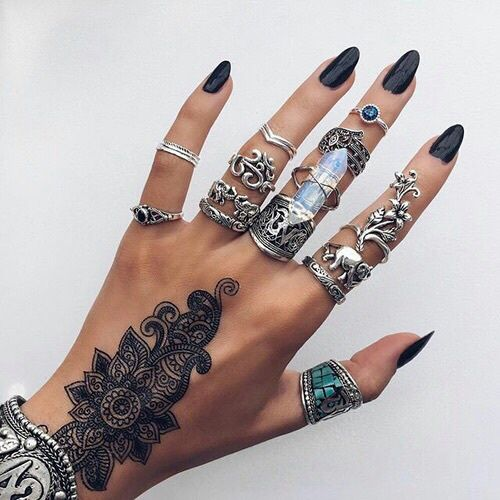 Image de nails, rings, and tattoo