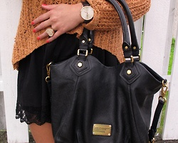 just bought this bag!: Big Sweaters, Black Bags, Marc Jacobs Handbags, Marc Jacobs Bags, Big Bags, Marc Jacobs Classic Q Fran, Lace Shorts, Bright Colors, While