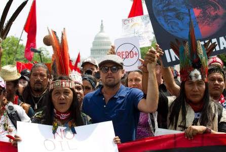 Miles de personas, entre ellas el actor ganador del Óscar, Leonadro DiCaprio, marcharon contra el presidente Donald Trump, en este caso para denunciar el 'retroceso' en materia medioambiental y los efectos que tendrán el escepticismo de su Gobierno ante el calentamiento global en el clima y la salud de los ciudadanos.