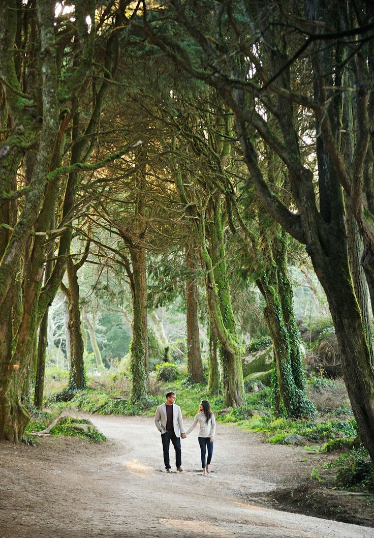 Portugal Sintra Wedding Photography - a beautiful forest for a Save The Date photoshoot. Photo @fotodesonho