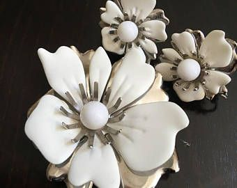 Gorgeous Vintage 1970s SARAH COVENTRY SET - White Enamel Brooch and Earrings - New Summer Magic Set - Pin is approx. 2.5 x 2.16 - Flowers