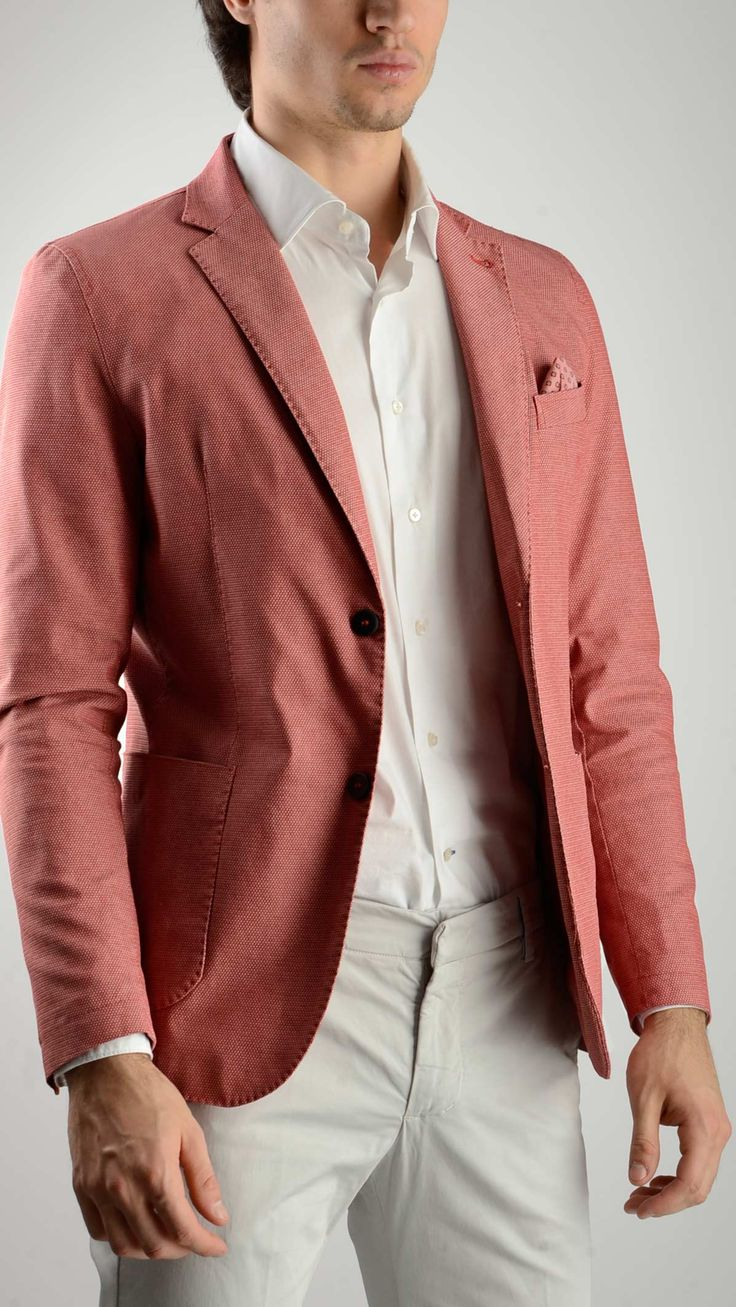 Single%20breasted%20two%20button%20unlined%20red%20blazer%20featuring%20Neapolitan%20shoulder,%20notch%20lapel,%20four%20button%20long%20sleeve,%20side%20patch%20and%20chest%20welt%20pockets,%20two%20internal%20pockets,%20double%20vent,%2097%%20cotton%203%%20elastane.