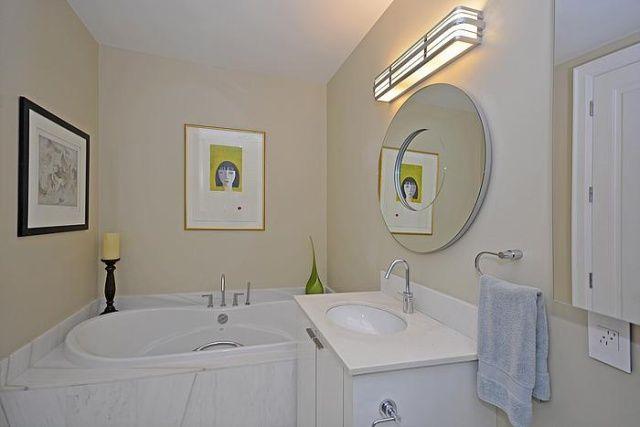 88 Davenport Rd Yorkville Suite 404 Bathroom Toronto Condos Victoria Boscariol Chestnut Park Real Estate