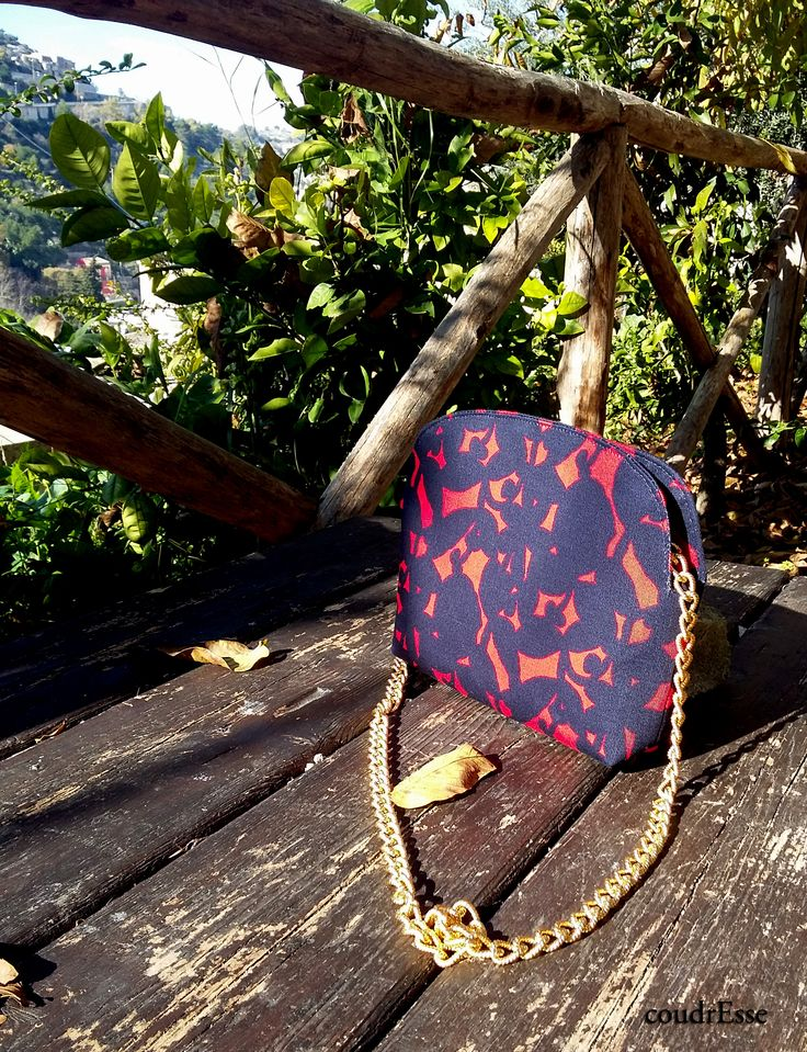 Handmade pochette with cotton fabric and golden chain.