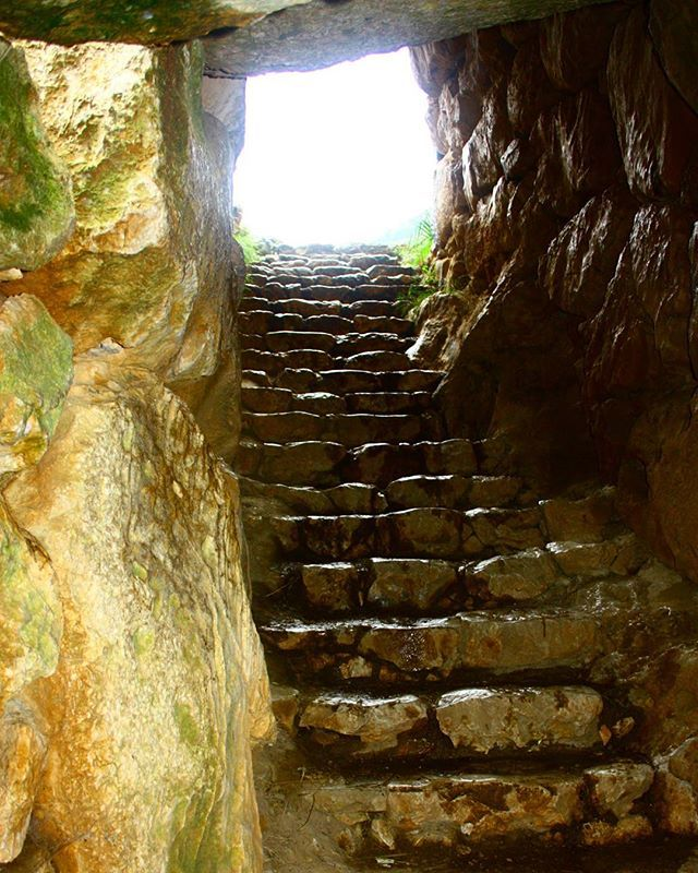 The #tunnel to the other side... #Mycenae #ancients #Greece Photo credits: @iv4nmoreno
