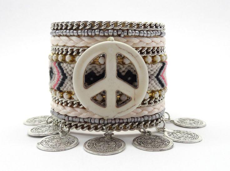 Vriendschap armband manchet, munten Armband leder manchet, geweven vriendschap armband, zigeuner armband, Boheemse armband, boho armband door HipLikeMe op Etsy https://www.etsy.com/nl/listing/292402879/vriendschap-armband-manchet-munten