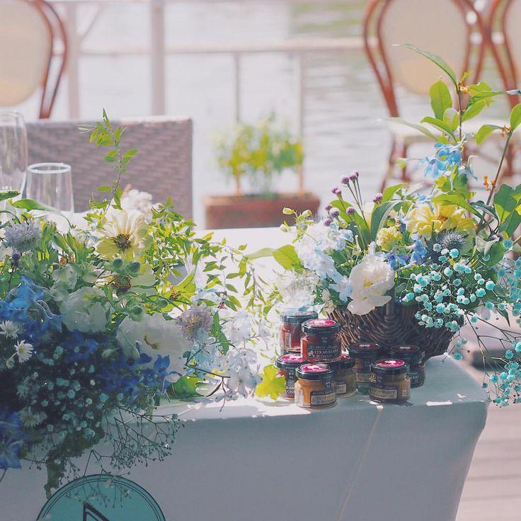 お二人の好きなアメリカでは定番のサンドイッチPB&J、ピーナッツバターとジャムのように相性の良いお二人pb&jはお二人のウェディングパーティーのテーマのひとつでした。  ゲストの方へのプチギフト、メインテーブルにも沢山飾りました  素敵なお写真も送って頂きありがとうございました! ご結婚おめでとうございます♡  #flowers #wedding #bridal #blue #RaQue #高砂装花 #プレ花嫁 #ウェディング