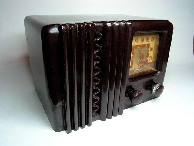 Delco Streamlined Art Deco AM Bakelite radio: Things Bakelit, 1920 1930 Art, Delco Streamlin, Vintage Plastic, 50 Years, Streamlin Art, Art Deco, Deco Radios, Bakelit Radios