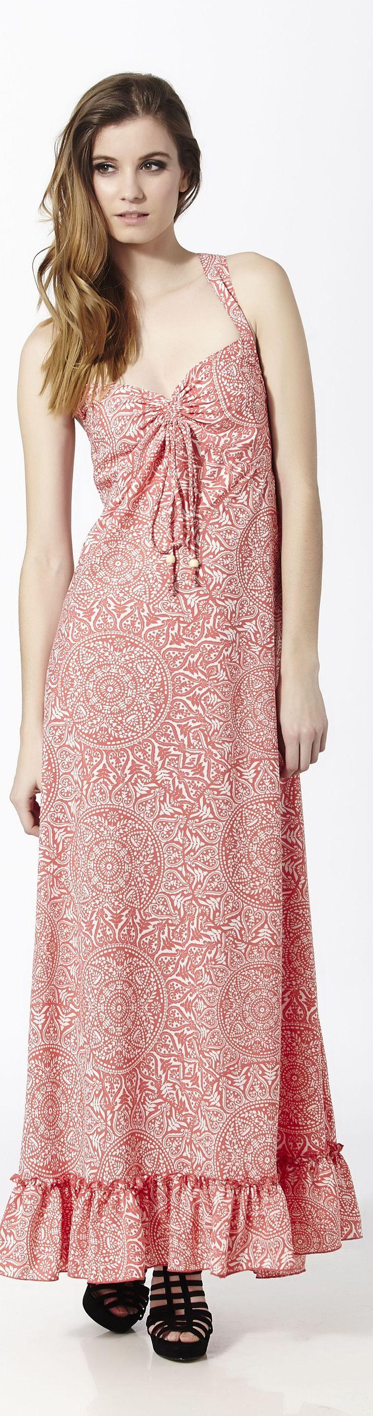 Vestido largo de tirantes con espalda semiabierta en rosa