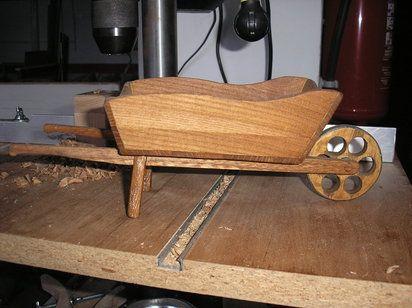 Carretillas de madera para el jardín | Hacer bricolaje es facilisimo.com