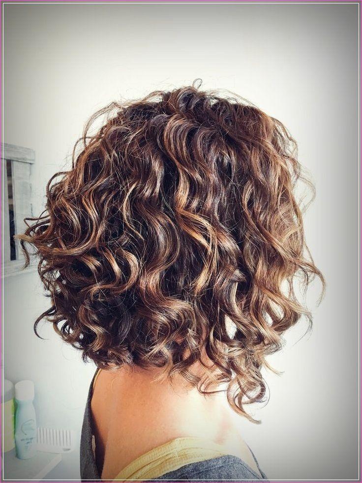 Einfache Frisuren Fur Kurzes Lockiges Haar In 2020 Kurze Lockige Haare Frisuren Schulterlanges Lockiges Haar Kurzes Lockiges Haar