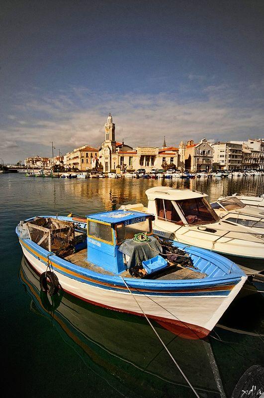 Le port de Sète dans le Languedoc-Roussillon en France. Si vous alliez passer vos vacances dans cette jolie ville ? #sète #france
