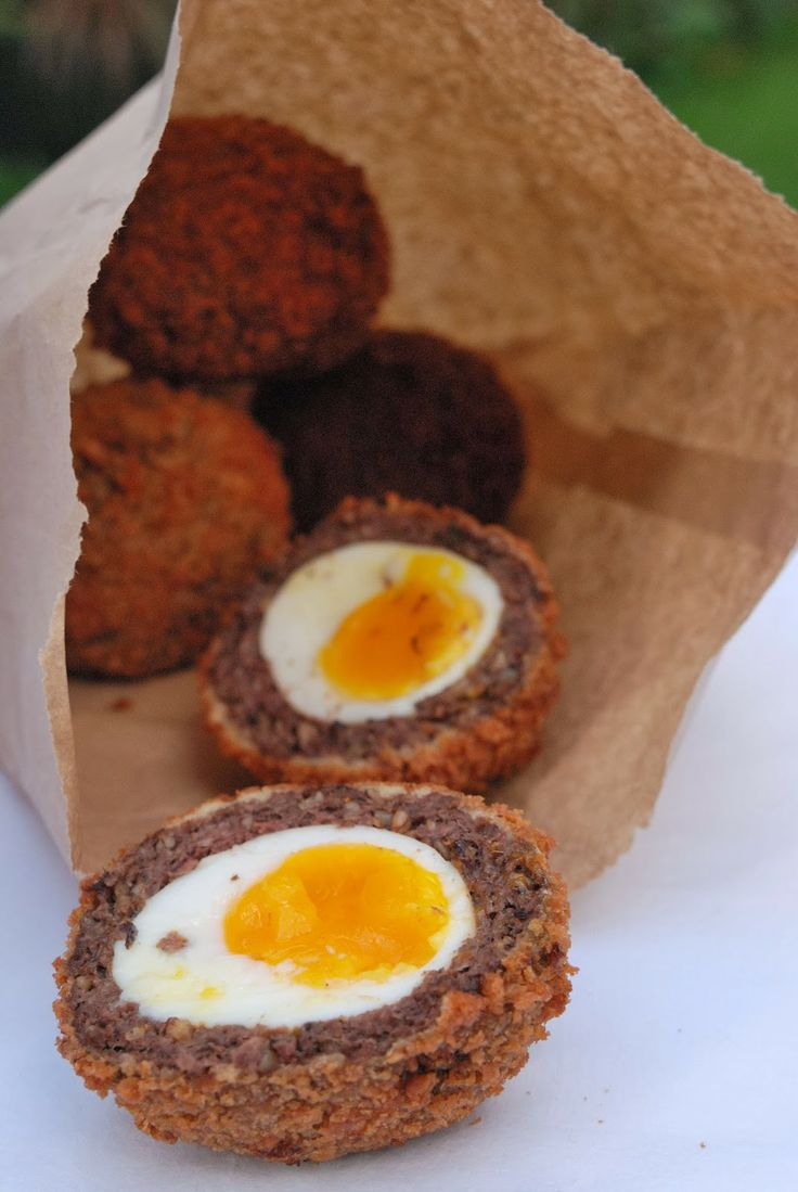 Pauline à la crème anglaise: From London, with love: Scotch eggs