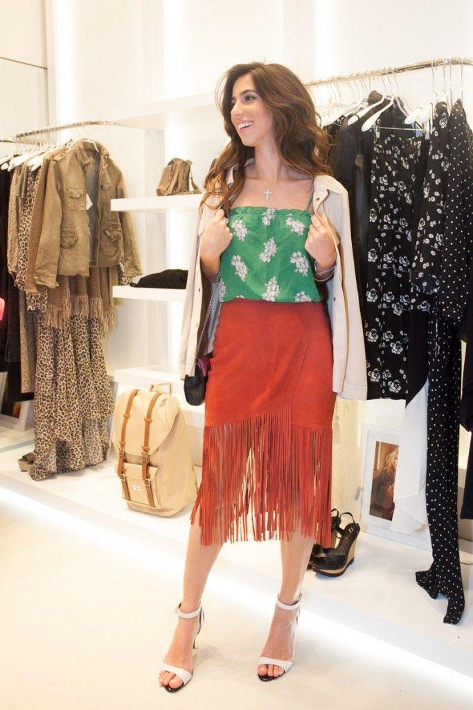 Luiza Sobral na Inauguração loja Ateen Shopping Leblon | Saia Vermelha com Franjas