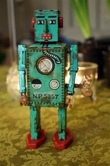 ROBOTS...<3  I love the old tin ones bunches <3