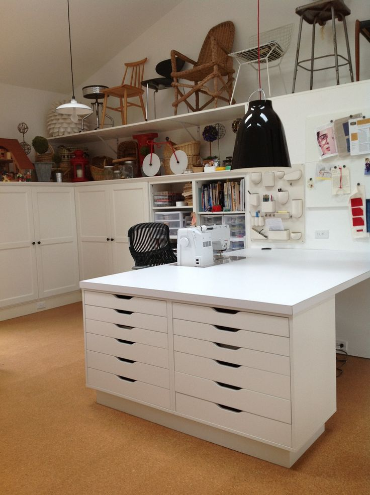 Quiltart studio sewing table supported by ikea cabinets for Studio de travail ikea