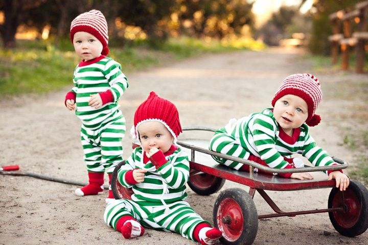 This is just too darned cute. Keely and Kacie, let's do this with our boys next Christmas!