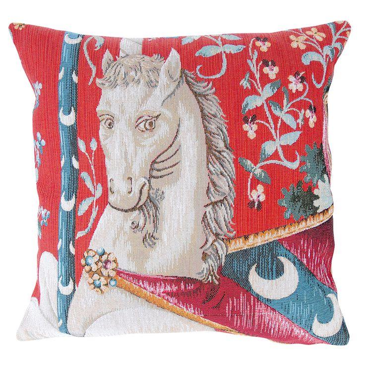Coussin - Dame à la Licorne : Monokeros, L. 45 cm. Coussin fabriqué dans la tradition de la tapisserie française par la Maison Jules-Pansu, créée en 1878 et dont les ateliers de fabrication se trouvent en Flandres, à Halluin, berceau de la tapisserie depuis plus de 600 ans. Il est inspiré de la célèbre Tenture de la Dame à la Licorne, aujourd'hui au Musée de Cluny, à Paris.