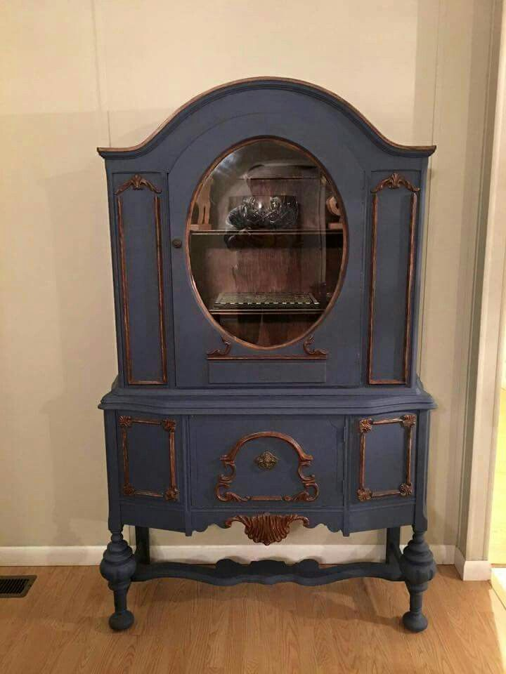 Ellen at Grapevine Decor Antiques and More sent us this great Dixie Belle makeover using DB Yankee Blue paint! Love this!