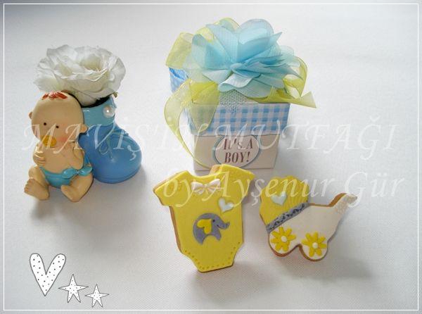 Poyraz'ın gri,sarı,beyaz ve açık mavi tonlarında fil,kalp ve papatya detaylı butik kurabiyeleri...