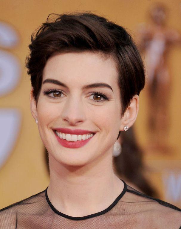 Anne Hathaway avec les cheveux courts