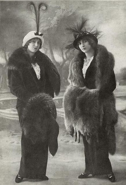Two fabulously fashionable Edwardian ladies. #vintage #Edwardian #1910s #women #portrait #hats #furs #clothing