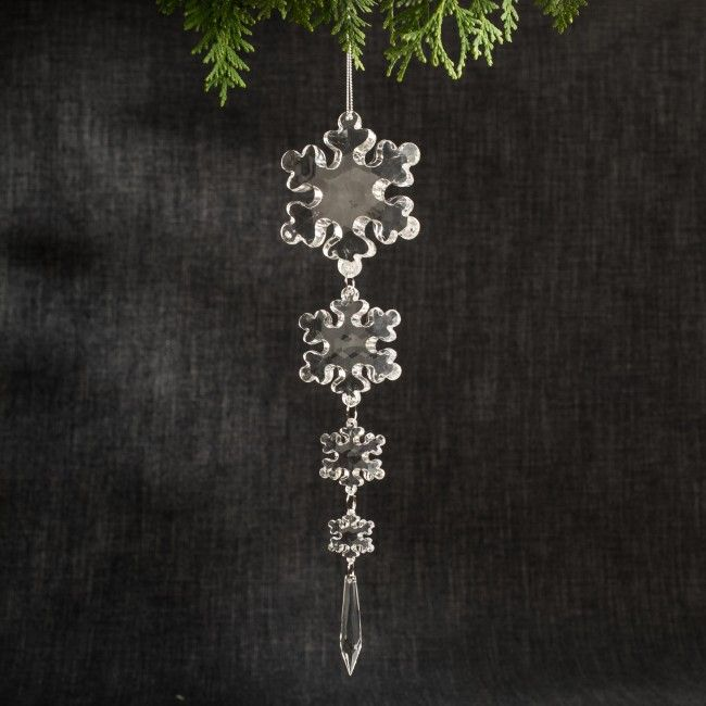 A some sparkle to your tree with this chain of snowflake shaped ornaments.