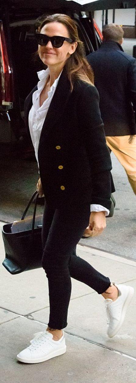 Who made  Jennifer Garner's black blazer?