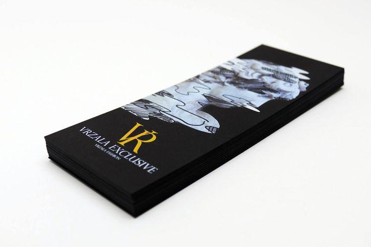 Vrzala Fashion - tlač bielou a zlatou na čierny kreatívny papier