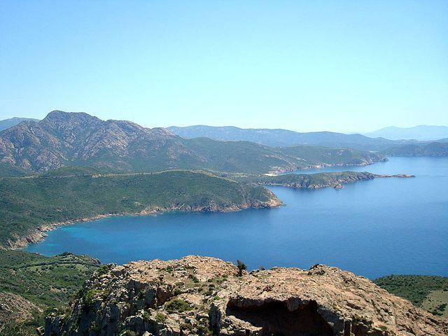 Région de Sevi in Dentru - Capo Rosso Vue sur le golfe de Sagone -  Sagone (en corse Saone) est une marine de Corse-du-Sud dépendant des communes de Vico et de Coggia, communes situées dans le département de la Corse-du-Sud. Elles appartiennent à la microrégion des Deux-Sorru.