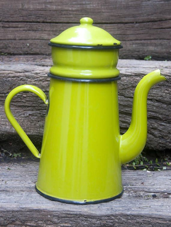 Vintage enamel coffee percolator. This green enamelware coffee pot with filter is complete. Perfect for a beautiful french kitchen decor! #kitchen #kitchendecor #frenchcountry #farmhousekitchen #enamel #dinnerware #coffeetime #coffeeaddict #vintagekitchen