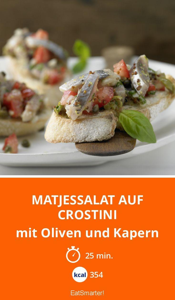 Matjessalat auf Crostini - mit Oliven und Kapern - smarter - Kalorien: 354 Kcal - Zeit: 25 Min.   eatsmarter.de