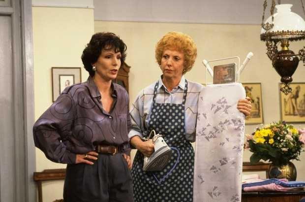 Zeg eens AAA - Dutch comedyseries from the 80's Mien Dobbelsteen with co-star Dr. Lidie van der Ploeg