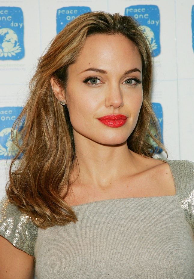 9 Celebs That Look Really Different With Their Natural Hair Colors Photos Angelina Jolie Blonde Natural Hair Styles Natural Hair Color