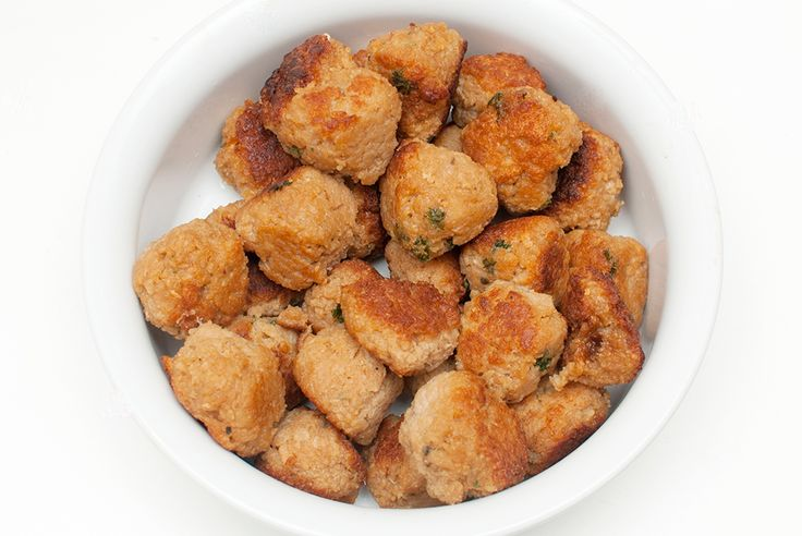 VEGETAR - Sprøstekte, spicy greske kjøttboller som er myke og saftige inni, perfekte servert med tztatziki og greske poteter, eller med salat i pitabrød. Lag gjerne...