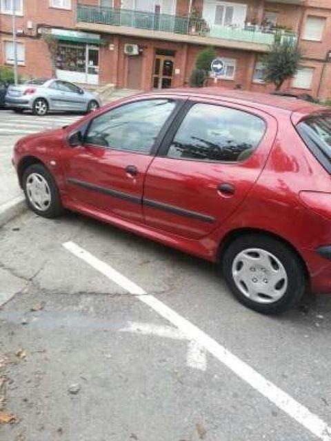 Urgente urgente . Se vende Peugeot 206 di�sel   A�o 2001  Todo al d�a  220000km  Itv hasta 8-2017  Precio 500�  (Con bomba de gasoil mal)  Coche tenia seguro  ( no me gusta email ).  WhatsApp si.  Gracias.
