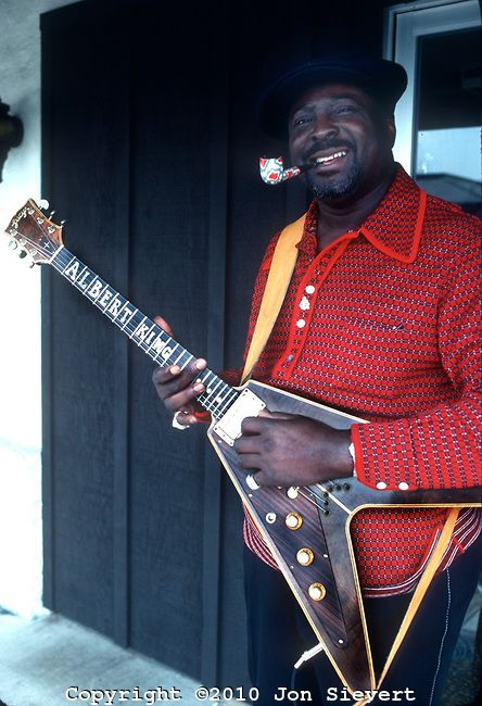 Albert King, Feb 1977, Flying V and a pipe, what more is there to say about how cool this cat was